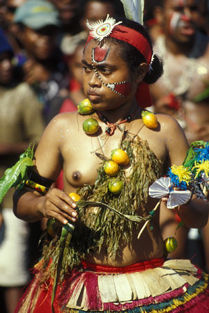 """Traditional dancer from the Trobriand islands"" (https://www.flickr.com/photos/pnglife/13171658)"
